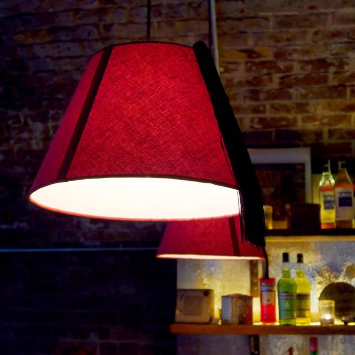 Tøffe lamper laget av de klassiske marrokanske hattene Fez.