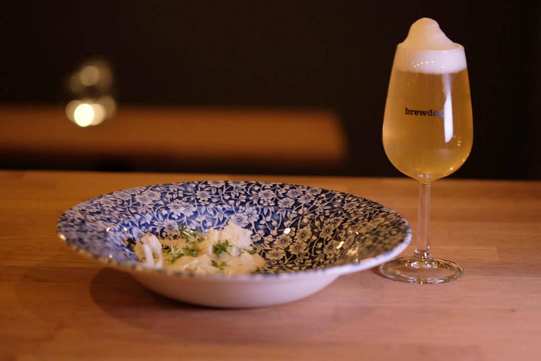 Sjøkreps med variasjon av blomkål, brunet smør og karse. Øl: Burning Sky : Saison L`ete (saison med hylleblomst og stikkelsbær) 4,2 % (England)