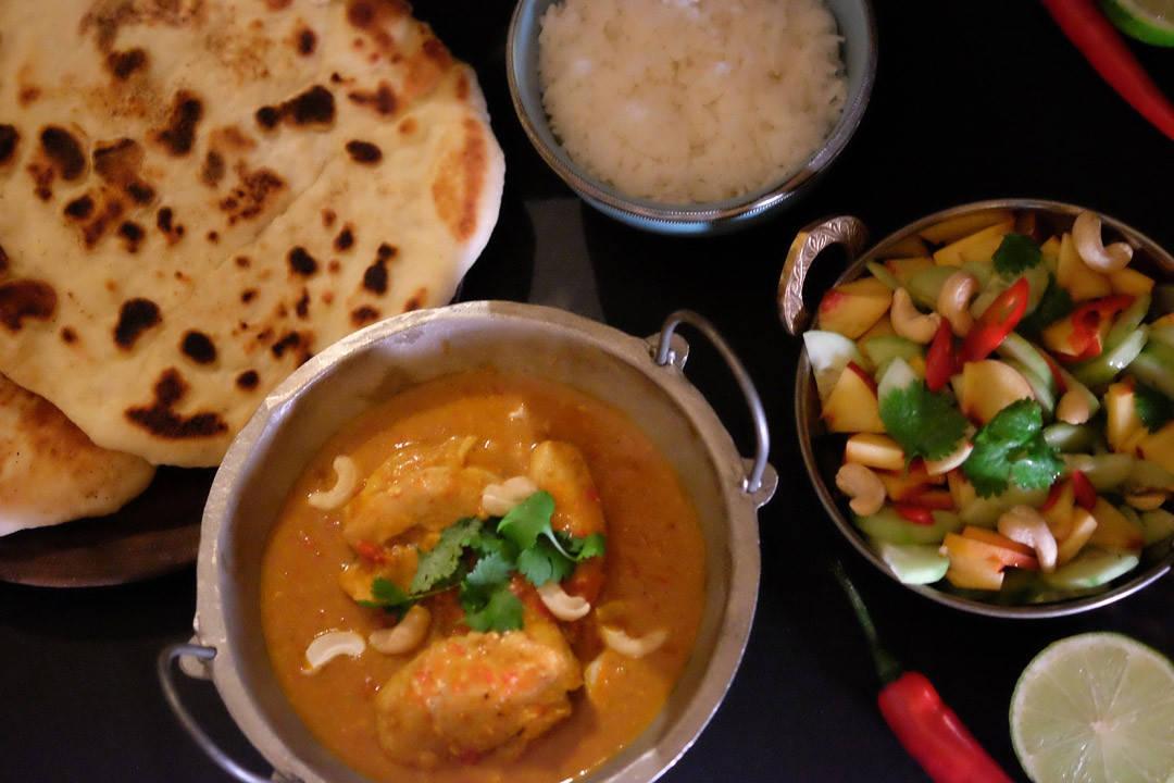 DSCF4731 1080x720 - Indisk kyllingcurry, nanbrød og en frisk salat