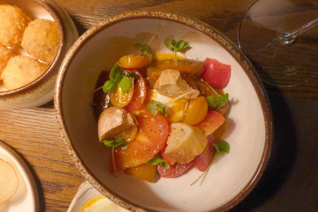 Tomatsalat med trøffel og burrata