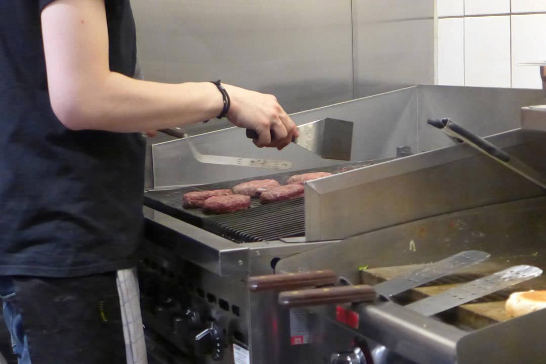 Deilige burgere behandles med kjærlighet og erfaring.