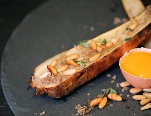 DSCF7331 520x400 - Gourmetvegetar: Bakt persillerot med pinjekjerner og trøffel