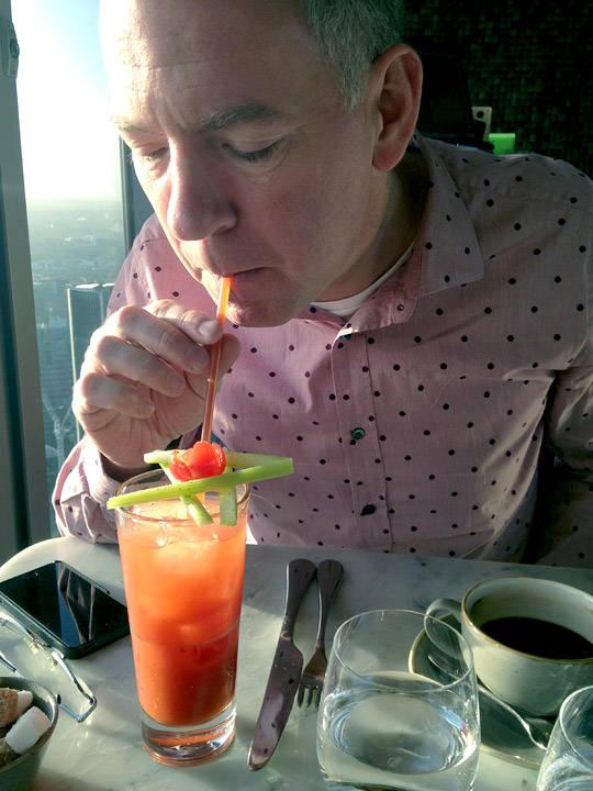 Jepp! Det drikkes Bloody Mary klokken 08.30 en onsdags morgen og det føles helt riktig.