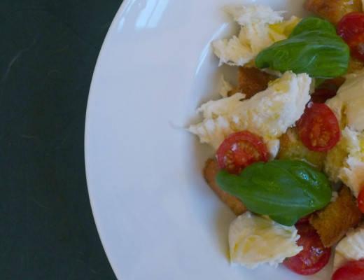 L1180715 520x400 - Deilig lun salat med bakte tomater, mozzarella, krutonger og honning