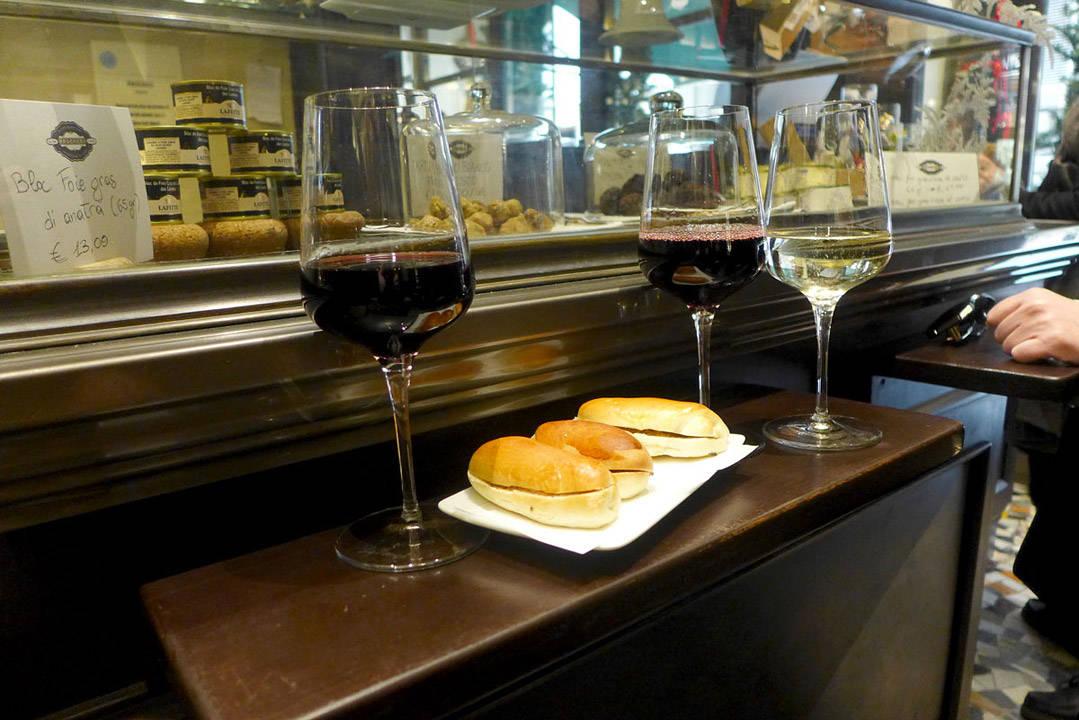 Vin og trøffelpanini.