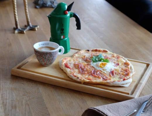 DSCF7745 520x400 - Frokostpizza med egg og bacon