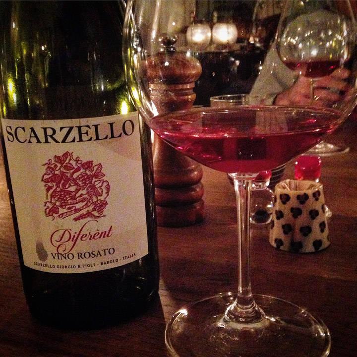 Drakk denne italienske rosévinen til. Et meget godt valg. Du finner den i kjølerommet på Elisenberg Vinmonopol på Frogner.
