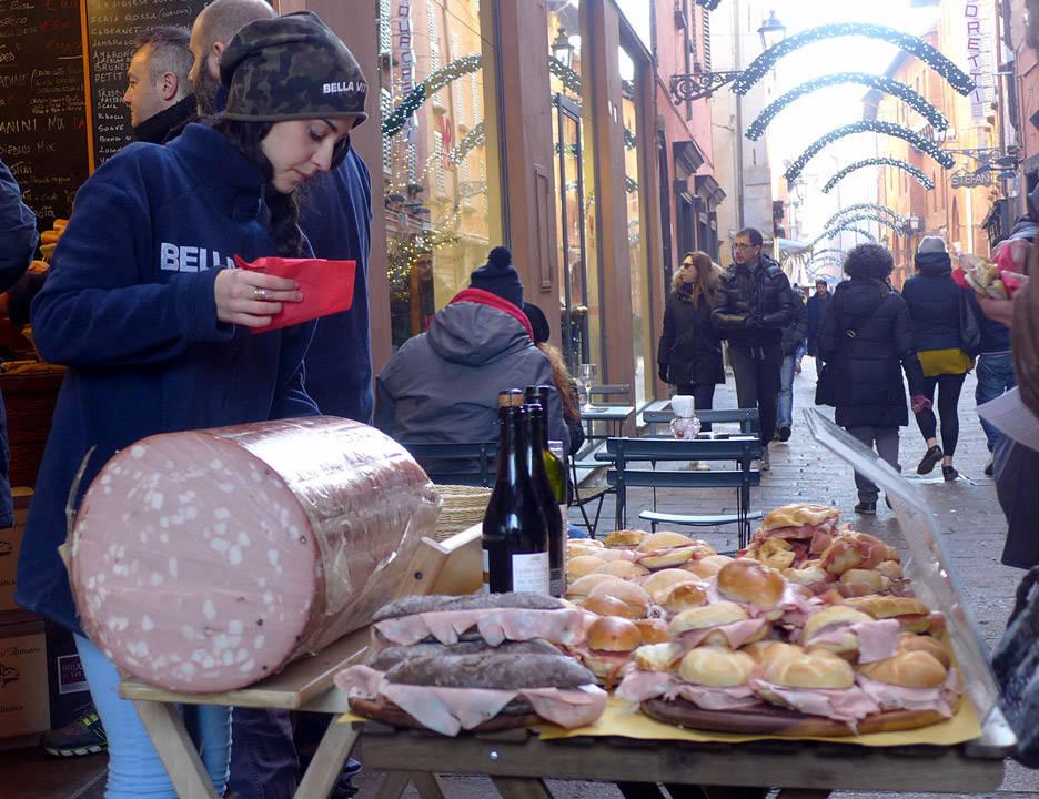 L1190723 - Italia, dag 7: Årets første lunsj tar man på alvor