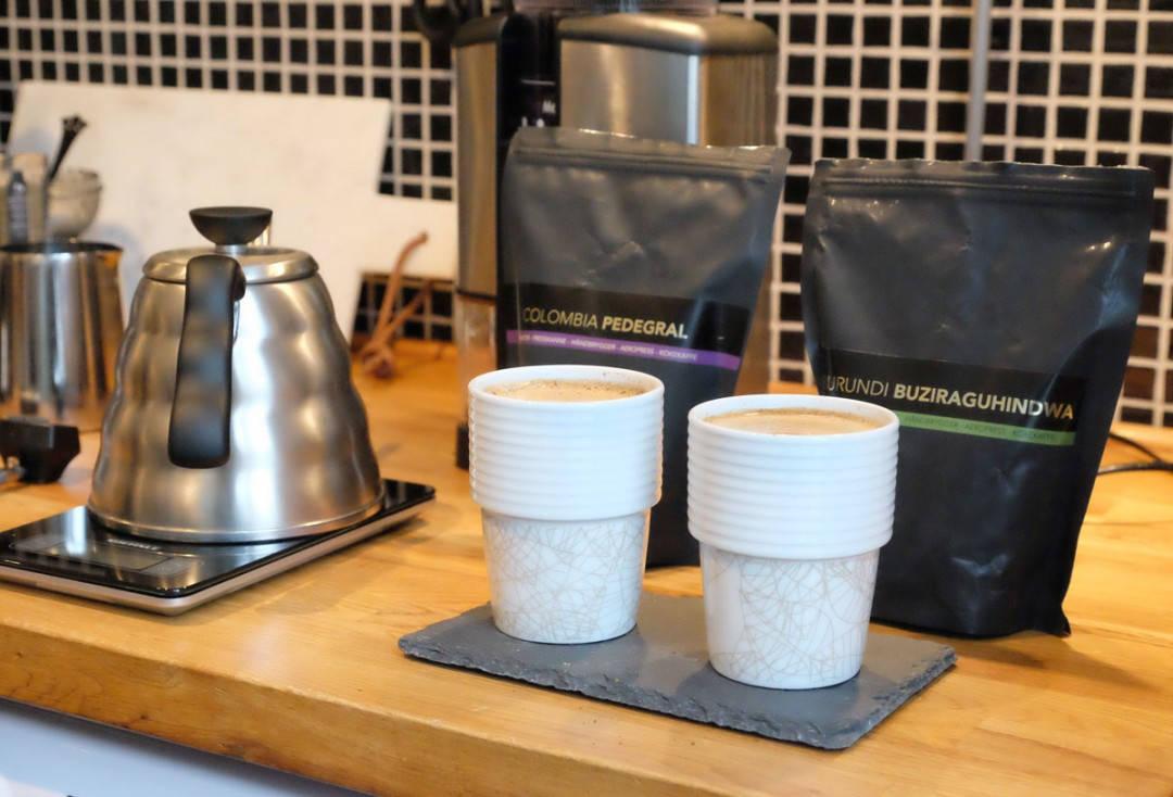 To like kopper med to forskjellige bønner, men tilberedt på samme måte.