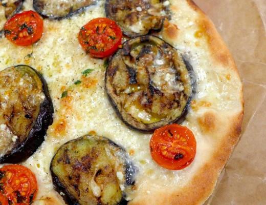 l1080636 520x400 - Pizza med bakte tomater og grillet aubergin