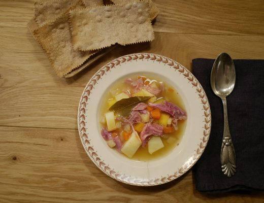 L1040307 520x400 - Suppe kokt på svineknoke