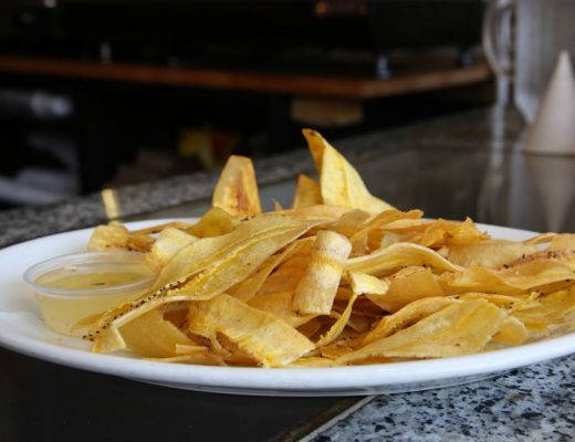 J49A2114 520x400 - Bananchips med mojosaus