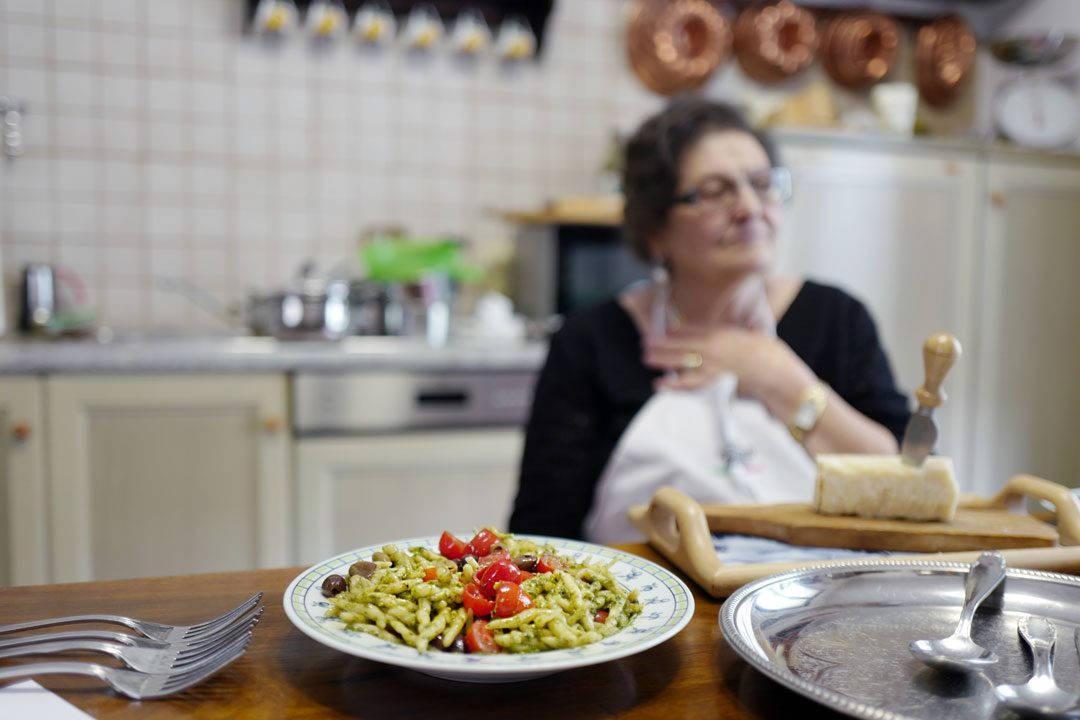L1160703 1080x720 - Silvanas deilige pasta pesto med oliven og tomater