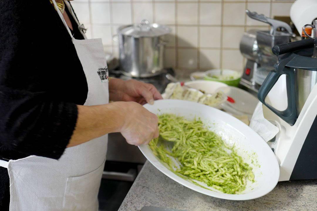 L1160713 1080x720 - Silvanas deilige pasta pesto med oliven og tomater
