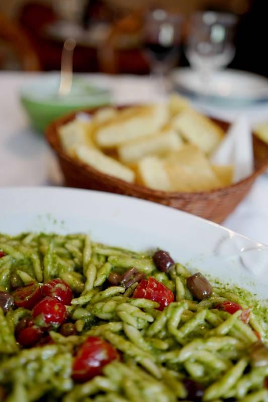 L1160721 - Silvanas deilige pasta pesto med oliven og tomater