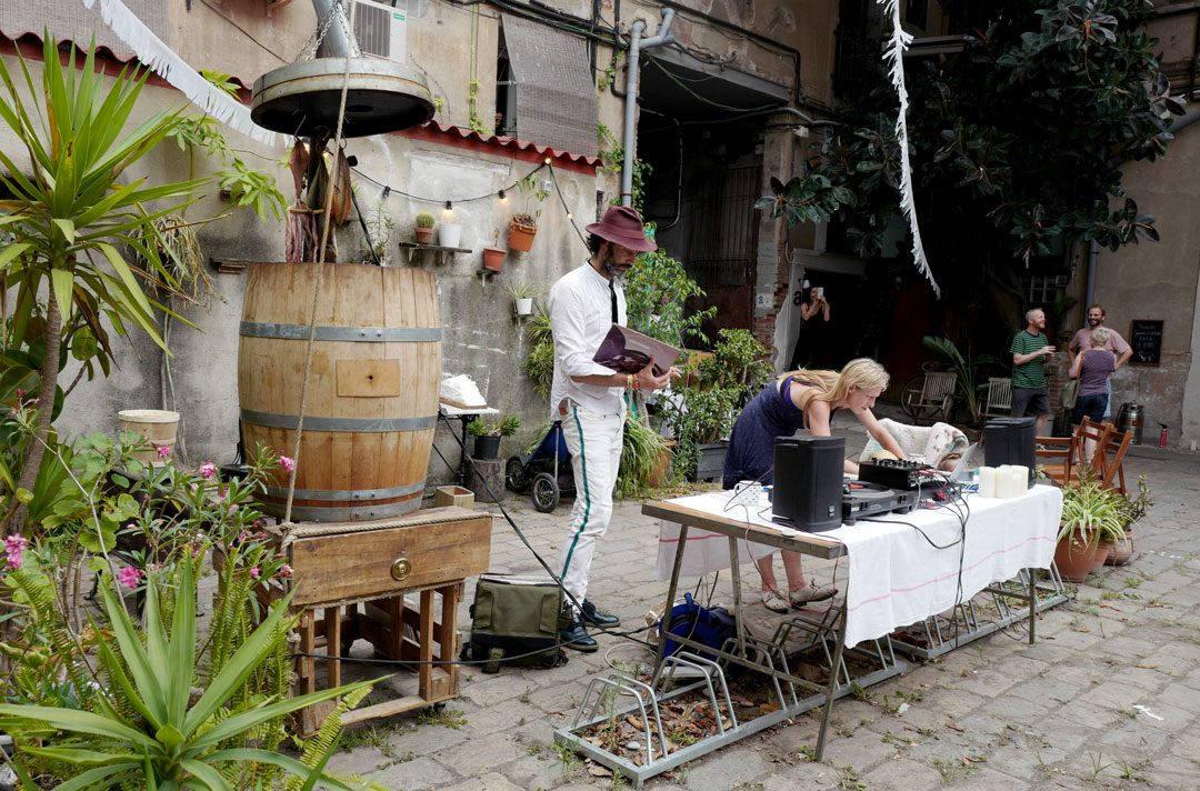rooftop smokehouseL1230017 1080x712 - Seafood Boil i Barcelona