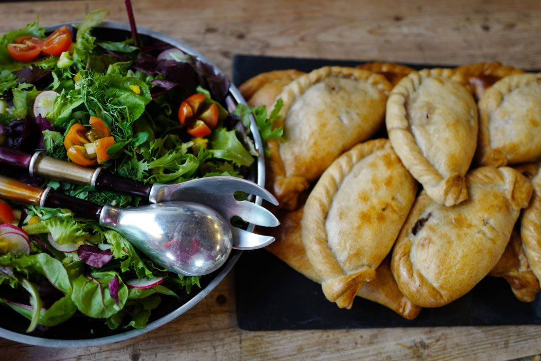 Cornwall devon uk foto HelleOederValebrokk L1280822 1 1080x720 - Øl, surdeig, teplantasje og middag inne i en matbutikk