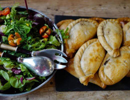 Cornwall devon uk foto HelleOederValebrokk L1280822 1 520x400 - Øl, surdeig, teplantasje og middag inne i en matbutikk