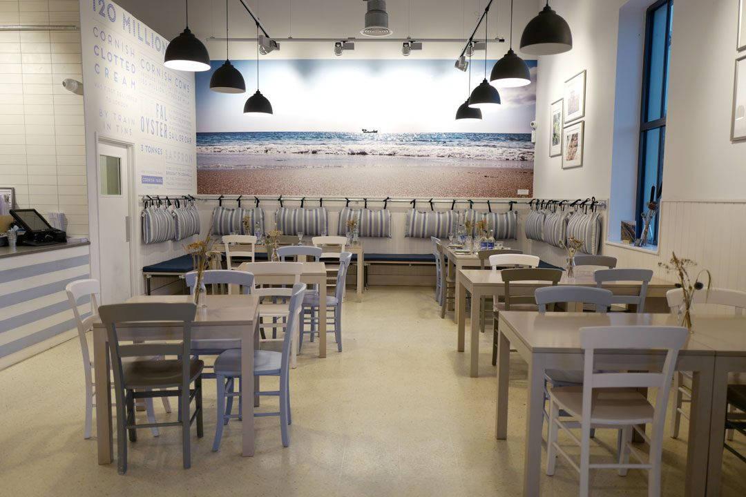 Cornwall devon uk foto HelleOederValebrokk L1280975 1 1080x720 - Øl, surdeig, teplantasje og middag inne i en matbutikk