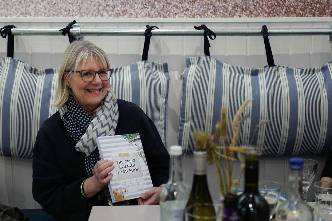 Cornwall devon uk foto HelleOederValebrokk L1290029 1 1080x720 - Øl, surdeig, teplantasje og middag inne i en matbutikk