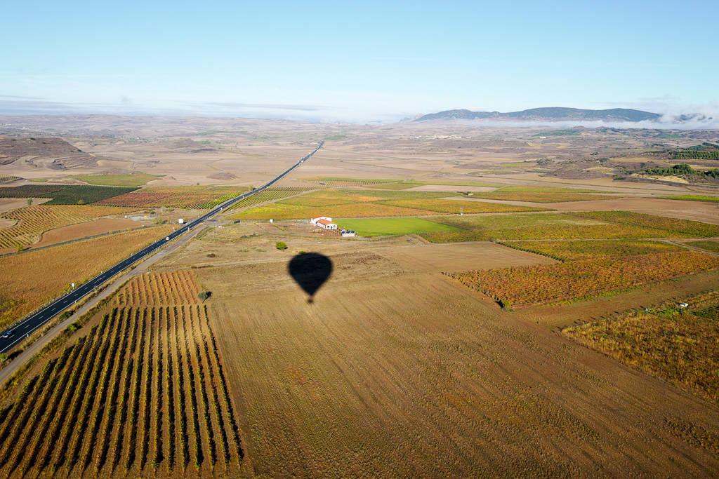 L1310549 - En vinrød tråd gjennom La Rioja