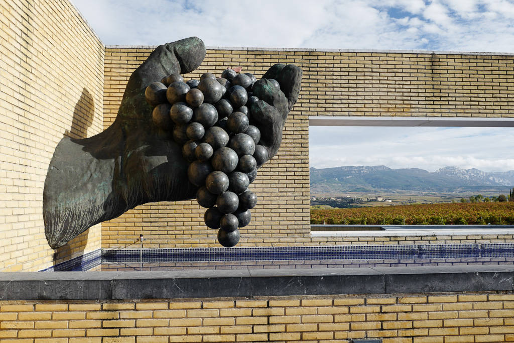 L1310875 - En vinrød tråd gjennom La Rioja