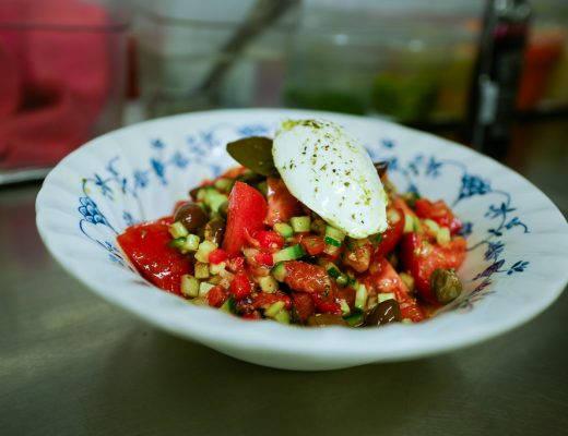 L1320622 2 520x400 - Moderne gresk salat
