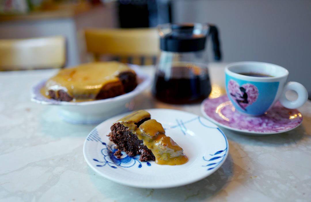 L1330333 1080x702 - Saftig Mud Cake med kaffe og dulche de leche