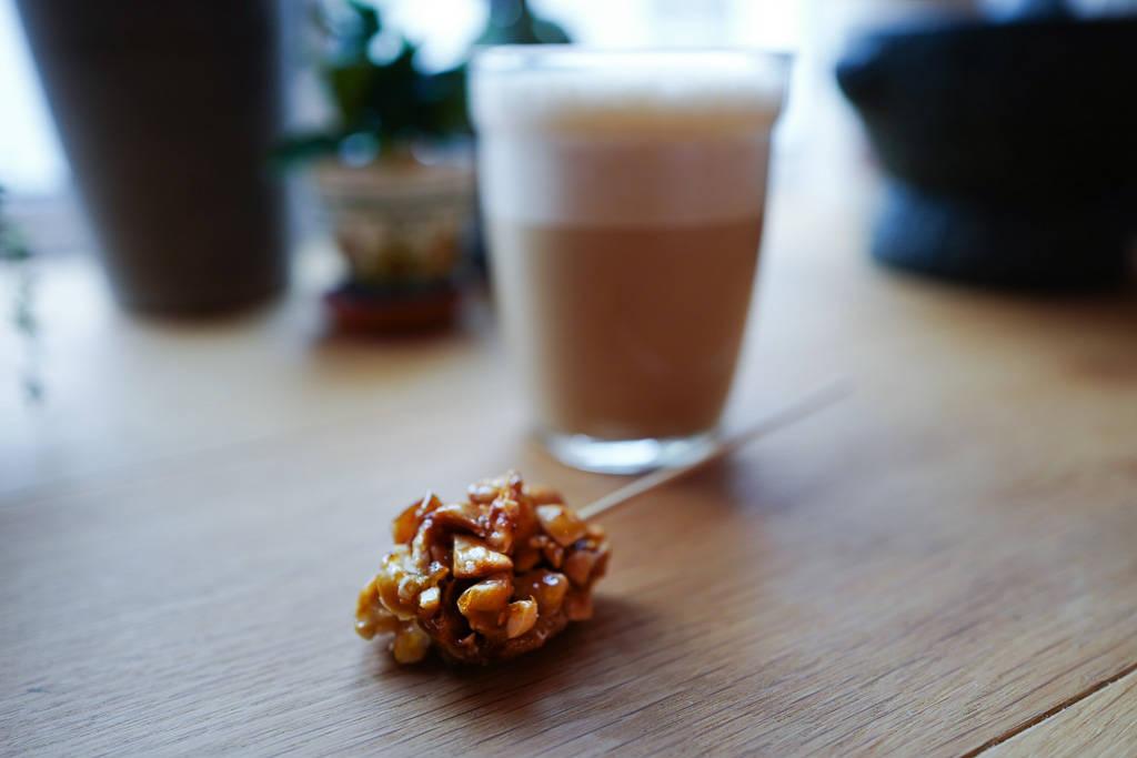 L1340753 - Vietnamesisk kokoskaffe med peanøttkaramell
