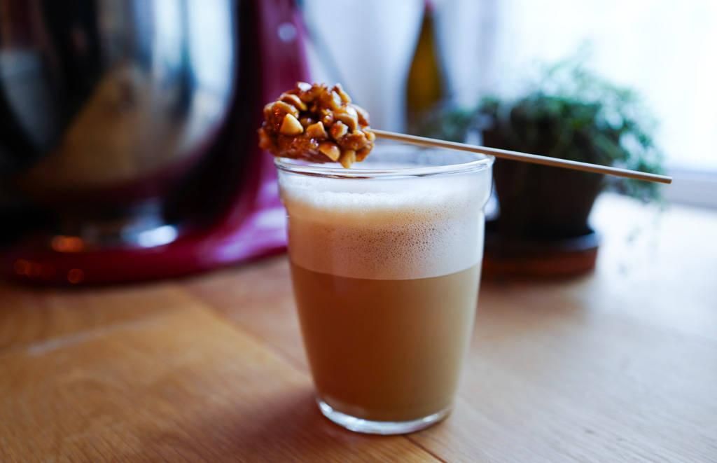 L1340759 - Vietnamesisk kokoskaffe med peanøttkaramell