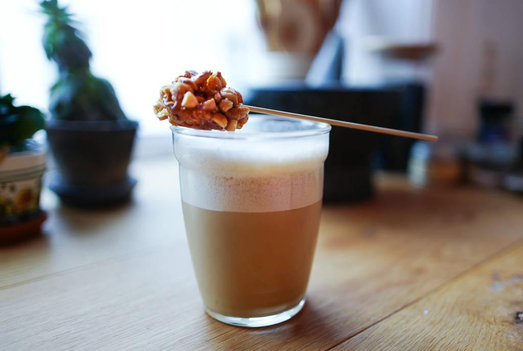 L1340761 - Vietnamesisk kokoskaffe med peanøttkaramell