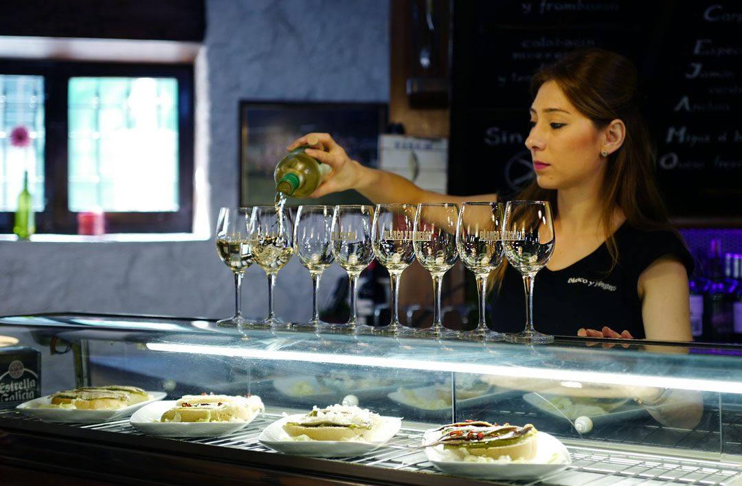 Pinchos lagrono larioja tapas helleskitchenL1310998 1080x707 - Bli med til en av Spanias mest kjente tapasgater