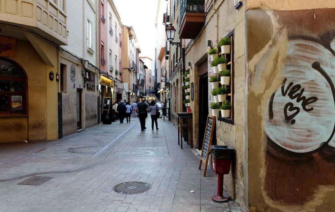 Pinchos lagrono larioja tapas helleskitchenL1320020 1080x684 - Bli med til en av Spanias mest kjente tapasgater