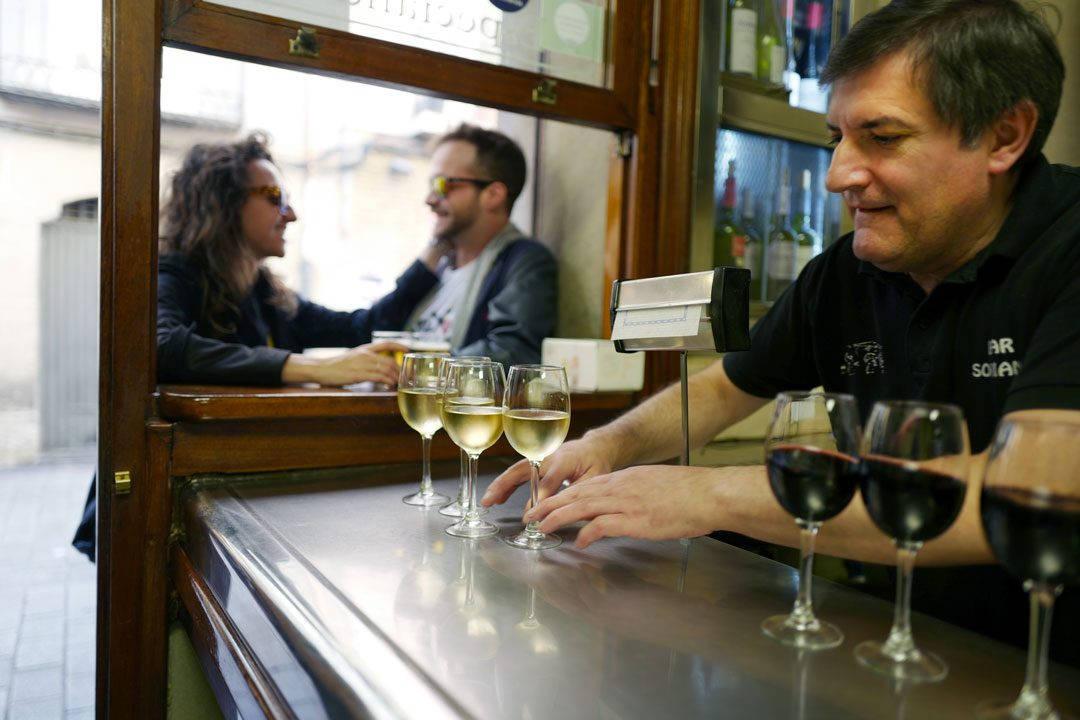 Pinchos lagrono larioja tapas helleskitchenL1320048 1080x720 - Bli med til en av Spanias mest kjente tapasgater