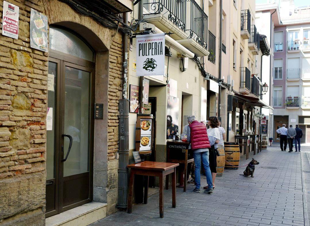 Pinchos lagrono larioja tapas helleskitchenL1320066 1080x785 - Bli med til en av Spanias mest kjente tapasgater