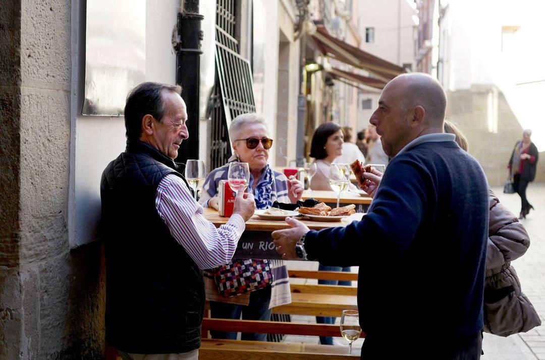 Pinchos lagrono larioja tapas helleskitchenL1320101 1080x715 - Bli med til en av Spanias mest kjente tapasgater