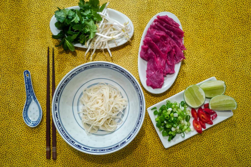 Pho helleskitchen vietnam hanoi saigonL1370219 - Phở bo – vietnamesisk kjøttsuppe
