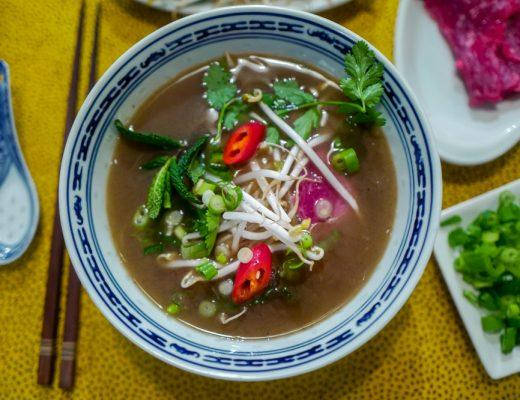 Pho helleskitchen vietnam hanoi saigonL1370223 520x400 - Phở bo – vietnamesisk kjøttsuppe