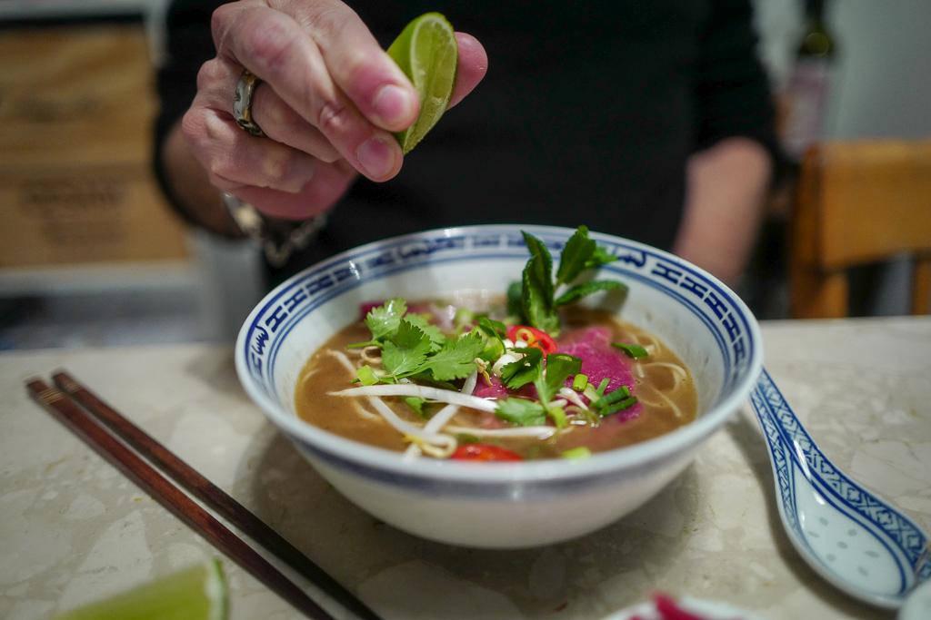 Pho helleskitchen vietnam hanoi saigonL1370236 - Phở bo – vietnamesisk kjøttsuppe