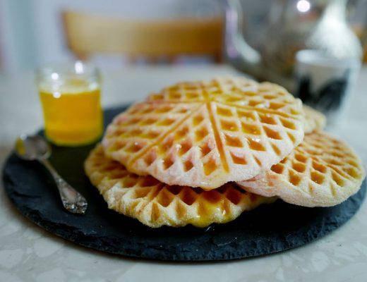 Vafler marokko marrokanskevafler helleskitchenL1370001 520x400 - Marokkanske vafler med honningsmør