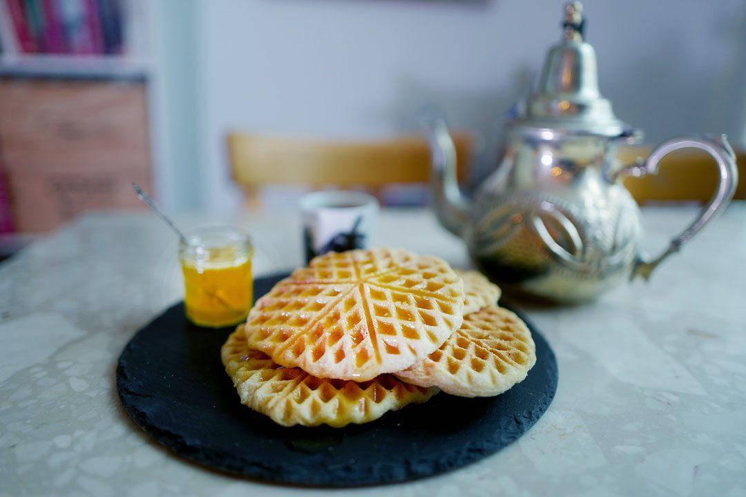Vafler marokko marrokanskevafler helleskitchenL1370011 1080x720 - Marokkanske vafler med honningsmør