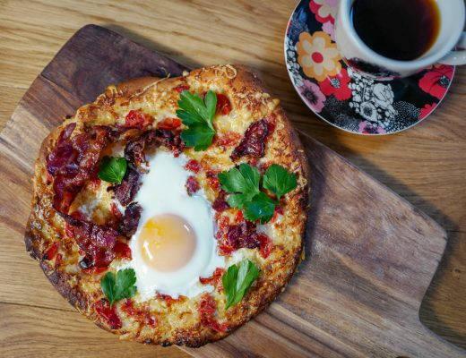 L1380748 520x400 - Pizza med egg og bacon