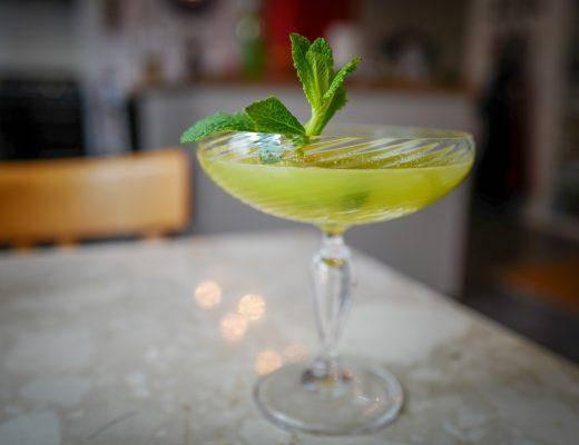 L1400734 520x400 - Cocktail med mynte og sitron