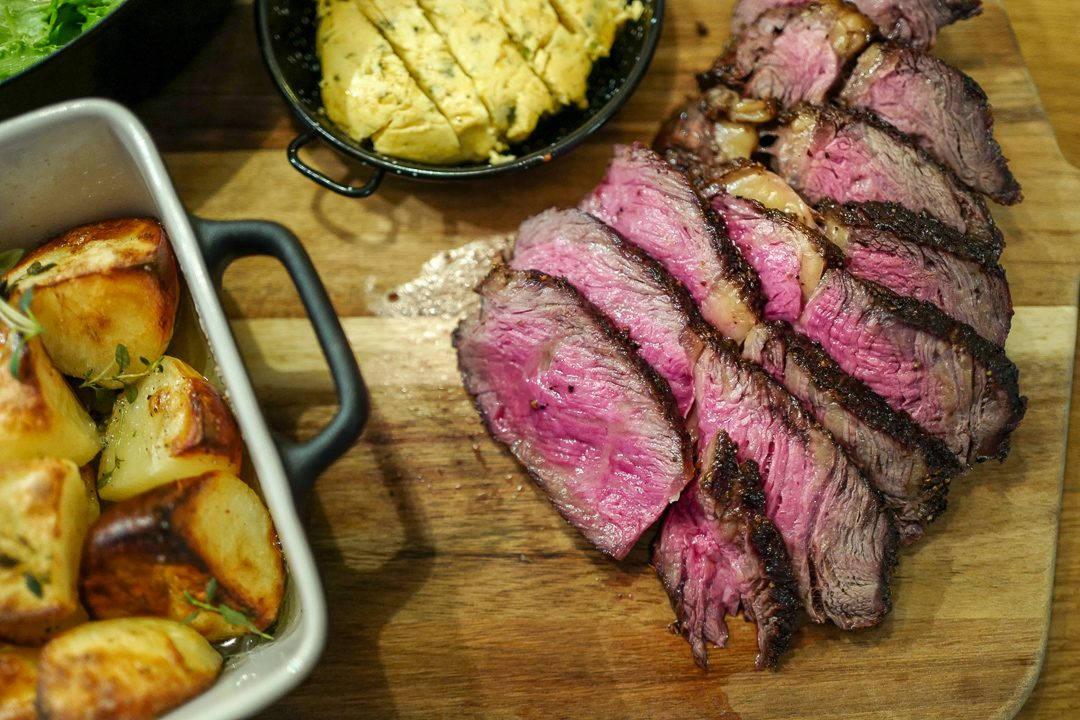 L1420769 1080x720 - De aller beste potetene, kryddersmør og en perfekt grillet biff