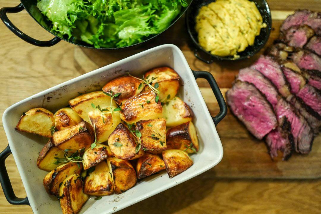 L1420772 1080x720 - De aller beste potetene, kryddersmør og en perfekt grillet biff