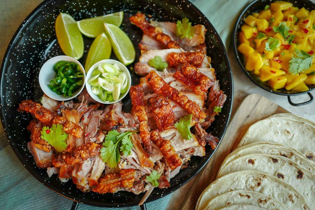 ribbe taco meksikansk fredagstaco mango helleskitchenL1440188 1080x720 - Ribbe-taco