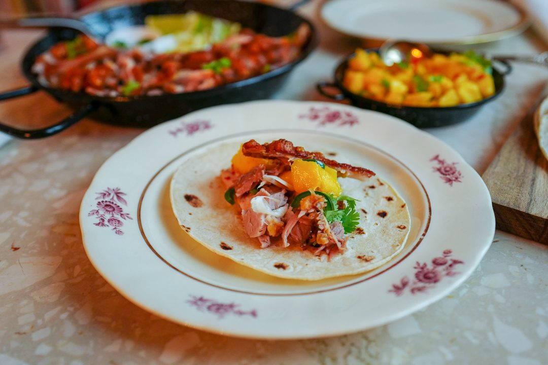 ribbe taco meksikansk fredagstaco mango helleskitchenL1440198 1080x720 - Ribbe-taco