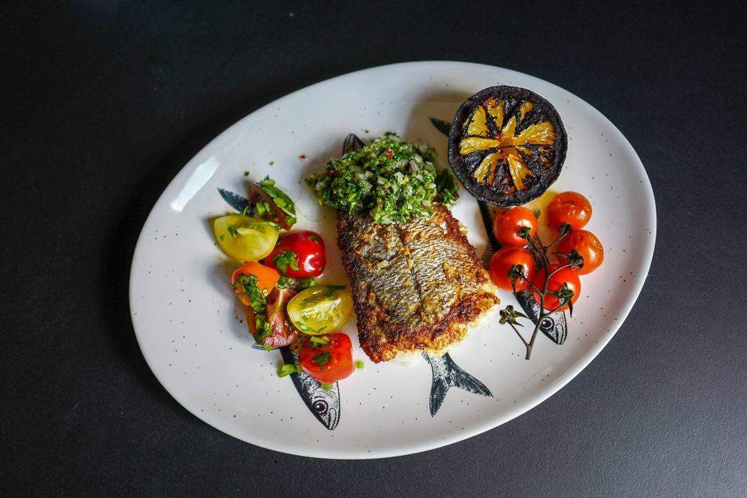 Varberg Halland sverige helleskitchenL1470196 1080x720 - Fisk med chimichurri, grillet sitron og tomatsalat