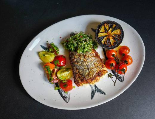 Varberg Halland sverige helleskitchenL1470196 520x400 - Fisk med chimichurri, grillet sitron og tomatsalat