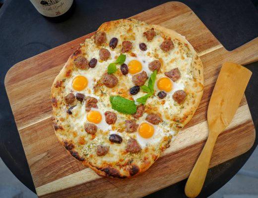 L1490436 520x400 - Pizza med juksekjøttboller, vaktelegg og enkel hvit saus
